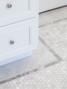 Mini #hexagon #mosaic in #carrera marble with grey #bardiglio #marble border | KGID | gray and white mosaic bathroom floor