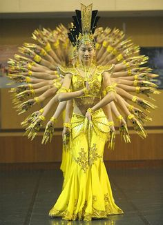 There are so many depictions of Durga, the Mother Goddess of the Hindu culture, but this incredible piece of performance art to honor her is magnificent. Shall We Dance, Just Dance, Facial Painting, Turandot Opera, Unbelievable Pictures, Amazing Pics, Amazing Things, Hand Dancing, Dance Like No One Is Watching
