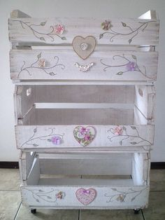 This is so pretty! I'm going to have to find some wooden crates like these and make my own shabby chic masterpiece! Wooden Crates, Wooden Boxes, Shabby Chic Style, Shabby Chic Decor, Pallet Furniture, Painted Furniture, Furniture Ideas, Decoration Shabby, Exterior Decoration