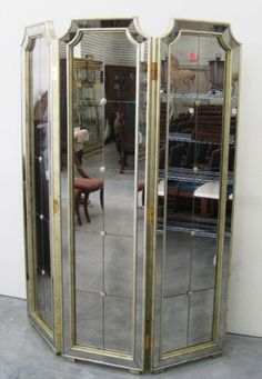 10 Excellent Mirrored Room Divider Screen Photo Ideas Mirror Room Divider, Room Divider Screen, Room Deviders, Vero Beach, Living Styles, Locker Storage, Auction, Interior, Monkey