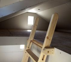 Loft ladder, vertical adjustable