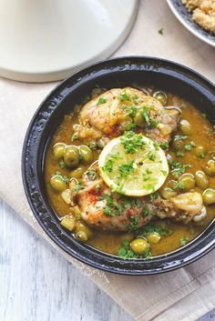 Rezept für Tajine mit Hähnchenschenkel, Oliven und Zitrone