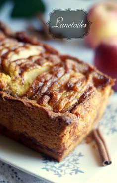 Cake aux pommes a l'ancienne. Old-fashioned apple cake Hello everyone Another delicious cake . Apple Cake Recipes, Baking Recipes, Apple Cakes, Köstliche Desserts, Dessert Recipes, Cake Recipes From Scratch, Cake Flavors, Sweet Cakes, Savoury Cake