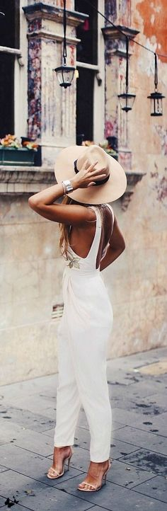 White jumpsuit, open-toe heels and a Panama hat. This look is full of Summer Vibes! #white
