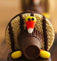 Use chocolate, shortbread cookies and graham crackers to make these creative cookies – a perfect Thanksgiving dessert.