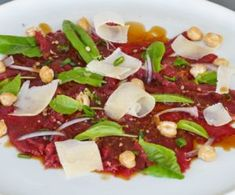 Entrées - Assiettes Gourmandes Kampot, Carpaccio, Cobb Salad, Food, Filet Of Beef, Marinated Beef, Dressing, Dinner Plates, Essen