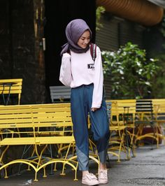 A casual stroll and looking fresh as a doll Modern Hijab Fashion, Street Hijab Fashion, Hijab Fashion Inspiration, Muslim Fashion, Modest Fashion, Fashion Outfits, Hijab Casual, Hijab Chic, Casual Outfits