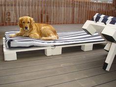 meuble en palette de bois chaise longue confortable pour le jardin
