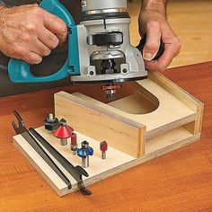 At-The-Ready Router Rest #WoodworkPlans