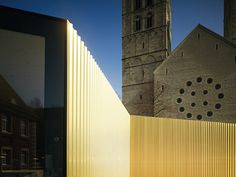 Temporary workshop clad in gold | Architecture at Stylepark
