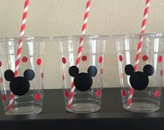 Mickey Mouse party cups by DivineGlitters on Etsy Mickey Mouse Snacks, Fiesta Mickey Mouse, Mickey Mouse Parties, Mickey Party, Baby Boy 1st Birthday, Mickey Mouse Birthday, Mimi Y Mickey, Shimmer Y Shine, Pastel Mickey