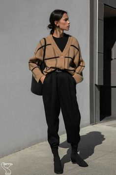 Outfits with baggy pants that will shake the cold Source by . - Outfits with baggy pants that will shake the cold Source by - Vintage Outfits, Retro Outfits, Casual Outfits, Cute Outfits, Oxfords Womens Outfits, Cowgirl Style Outfits, Vintage Wardrobe, Looks Street Style, Looks Style