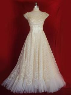 Dresses - Santa Rosa - The Vintage Bride Vintage Gowns, Vintage Bridal, Vintage Outfits, Vintage Fashion, Vintage Weddings, Retro Fashion, Vintage Style, 1940s Wedding Theme, Wedding Ideas