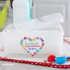 - Homemade Hand Sanitizing Wipes – 2 ingredient DIY Homemade Hand Sanitizing Wipes Tutorial Use the - Meatball Sub Casserole, Colored Deviled Eggs, Buffalo Chicken Rolls, Smart School, Easter Recipes, Appetizer Recipes, Yummy Appetizers, Easter Treats, Hand Sanitizer