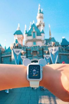 Disney-fy your Apple Watch with this adorable Mickey Ea .- Disney-fy Ihre Apple Watch mit diesem entzückenden Mickey Ears-Etui Disney-fy your Apple Watch with this adorable Mickey Ears Case – … – # adorable - Apple Watch Bands, Apple Watch Series, Disney Apple Watch Band, Apple Watch Fashion, Watch Wallpaper, Accessoires Iphone, Apple Watch Accessories, Disney Aesthetic, Disney Jewelry