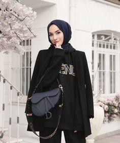 Hijab Fashionista, Hijab Outfit, Modest Fashion, Pose, Casual Outfits, Hijabs, Jackets, Beauty, Dan