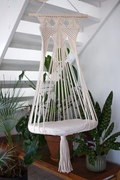 Cat Planter Alabaster - Donate Car to Charith California Helsinki, Wood Hanger, Diy Cat Hammock, Design Patio, Design Design, Macrame Chairs, Big Pillows, Cat Room, Macrame Design