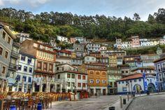 1.- Cudillero: Uno de los iconos de Asturias y probablemente uno de los pueblos más bonitos de España. Su situación, en la ladera de una montaña, el colorido de sus casas y su ambiente marinero le hacen ser de los más pintorescos de nuestra geografía. Uno de los puntos más interesantes de Cudillero es su mirador, desde el que podemos disfrutar de unas magnifica vista del pueblo. 2.-Taramundi: Alejándono...