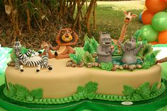 If you are decorating a Madagascar cartoon themed cake, you've come to the right place. Check out this collection of beautiful Madagascar cakes, made by various people. Bolo Madagascar, Madagascar Party, Jungle Safari Cake, Safari Cakes, Jungle Party, Fancy Cakes, Cute Cakes, Beautiful Cakes, Amazing Cakes