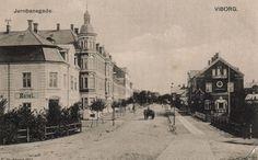 Jernbanegade set mod nord fra Banegårdspladsen ca år 1900 Viborg, Past, Street View, In This Moment, Painting, Outdoor, Travel, Historia, Outdoors