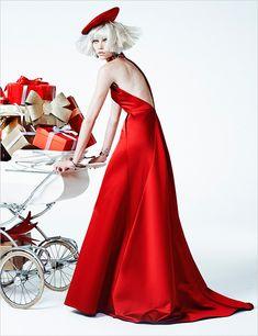 Алина Вебер в праздничной фотосессии в Vogue Brazil