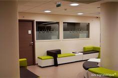 signaletique hôpital lyon rhône - salle d'attente - vinyle sablé - plaques de porte