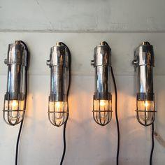 https://anciellitude.fr/wp-content/uploads/2017/09/image1.jpeg - petites appliques anti déflagrations grillagées - https://anciellitude.fr/baladeuse-fonte-daluminium-a-tete-plate-2/ - #appliqueindustrielle #walllamp #lampeappliqueindustrielle #verrestrie #beauverre #metalpoli #acier #patine #furniture #aluminium #architecture #mobilierindustriel #old #ancien #lampe #lamp #industrial #design #deco #vintage #anciellitude #pucesdesaintouen #parisfleamarket #marchepaulbert #pau
