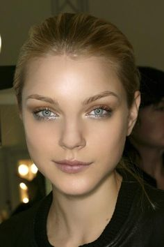 bronze and silver glitter eye makeup, Jessica Stam Makeup Trends, Beauty Trends, Makeup Ideas, Silver Glitter Eye Makeup, Glitter Eyeliner, Glitter Nails, Metallic Makeup, Glitter Tattoos, Beauty Make-up