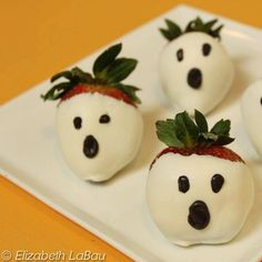 these white chocolate strawberries are so delicious