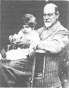 Фройд с един от внуците си