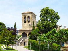 Situada al suroeste de Pamplona/Iruña entre los ríos Arga y Elorz y las montañas de la peña de Etxauri y el Alto del Perdón.