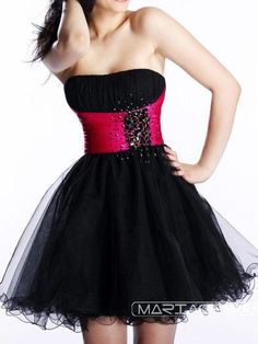 I love the beady thingy, and hot pink and black just look fantastic together. This is a gorgeous dress.
