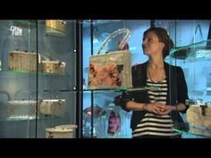Tassen museum Hendrikje  De collectie tassen in het museum vertelt een verhaal over veranderingen in de geschiedenis vanaf de Middeleeuwen in een 17de-eeuw grachtenpand. Het is vooral leuk voor vrouwen met een tassen tik zoals ik. Je ziet hoe tassen zijn ontworpen en wat voor tassen er waren door de jaren heen.