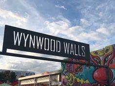 有街區管理的街頭塗鴉|邁阿密 & 倫敦 Broadway Shows, Live, Places, Wall, Walls, Lugares