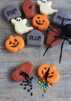 Trick-Or-Treat Pinata Cookies  http://www.handimania.com/cooking/trick-or-treat-pinata-cookies.html