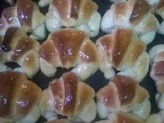 Medialunas de manteca fáciles (rinde 3 docenas)😉 Pan Bread, Sushi, Ale, Ethnic Recipes, Food, Ham And Cheese, Butter, Sweet Recipes, Fast Foods