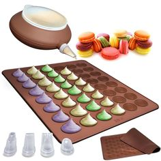 Impress your guests by baking homemade macaroons using this dishwasher-safe pastry kit and non-stick baking sheet. Made from BPA-free silicone, this set includes four nozzles, allowing you to create p
