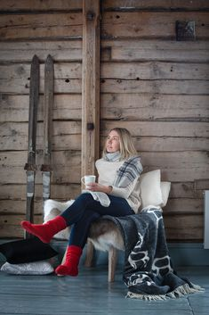 Pentik Wool blanket brings a northern breeze to your home. Its perfect Christmas gift and fits to rustic scandinavian interior. Sipping coffee in old log house from Saaga mug totally sets the winter mood.