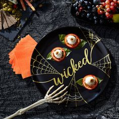 The Metallic Gold Wicked Platter is black and features a metallic gold 'Wicked' headline with spider webs. All the ghouls and goblins will go for the finger foods on this Halloween-themed plastic tray! Oktoberfest Halloween, Halloween Dinner, Spirit Halloween, Halloween Costumes For Kids, Halloween 2017, Online Party Supplies, Kids Party Supplies, Halloween Party Supplies, Halloween Party Decor