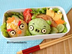 Angry Bird Bento Workshop 怒っている鳥のキャラ弁教室 I am sure this character needs no introduction at all :) Yes it is angry bird, a simple character bento. In fact, this is my first Angry Bird theme bento.  Personally I am not a huge fan of angry bird, probably because I don't play the game (I am really Continue Reading