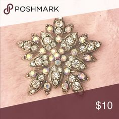 Beautiful brooch I'm discounted check me out! 😍 Beautiful brooch Jewelry Brooches