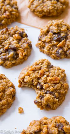 Hands down, the BEST Oatmeal Raisin Cookie! I made these last night for my husband, and they are the best i have ever made of oatmeal raisin cookies! Definitely will be making again and again! Tea Cakes, Delicious Desserts, Dessert Recipes, Yummy Food, Best Oatmeal Raisin Cookies, Baked Oatmeal, Oatmeal Rasin Cookie Recipe, Oatmeal Raisins, Homemade Oatmeal Cookies