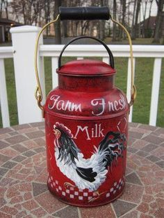 Awwwesome hand painted milk can by Andrea! Can never have enough of the old milk cans! Rooster Decor, Red Rooster, Country Decor, Rustic Decor, Country Farm, Painted Milk Cans, Milk Can Decor, Old Milk Cans, Vintage Milk Can