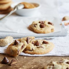 NESTLÉ® TOLL HOUSE® Peanut Butter Filled DelightFulls™ Chocolate Chip Cookies - I am really tempted to make these with the pb filled morsels I picked up today Yummy Cookies, Cupcake Cookies, Healthy Cookies, Cupcakes, Cookie Recipes, Dessert Recipes, Dessert Bars, Delicious Desserts, Yummy Food