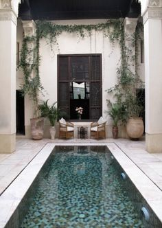 Pool Landscaping Ideas a Minimalist Swimming Pool on a Tiny Page? Surely it would be very nice to have a swimming pool at home. Outdoor Rooms, Outdoor Living, Outdoor Decor, Pool Landscape Design, Patio Design, Design Jardin, Patio Interior, Interior Design, Luxury Pools