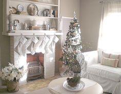 white christmas living room, white christmas mantel