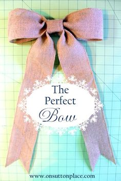 Step by step instructions with pictures on how to make a PERFECT burlap bow! Burlap wreath with bow.Best burlap bow tutorial so far!Seriously, the easiest bow tutorial ever!Amazing bow with silver and white accents Diy Projects To Try, Craft Projects, Sewing Projects, Craft Ideas, Burlap Bows, Ribbon Bows, Bow From Ribbon, Ribbon Hair, Hair Ribbons