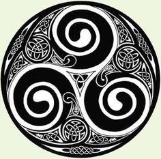 La palabra Triskel, proviene del bretón tri = tres y askell = alas, y podría considerarse un símbolo de movimiento y cambio. Cuando tiene cuatro brazos se le llama tetrasquel y cuando aparece con seis, nueve, doce o más brazos se denomina svástica flamígera. Uno de los significados del Triskel le relaciona con el Sol … … Sigue leyendo →