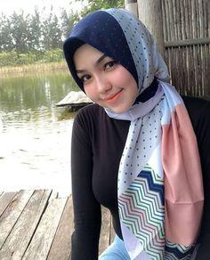 Beautiful Hijaber From Semarang, Central Java - Hijabi Manja Beautiful Hijab Girl, Beautiful Muslim Women, Beautiful Models, Hijab Fashion, Girl Fashion, Moslem, Muslim Beauty, Adidas Originals Sneaker, Cute Japanese Girl