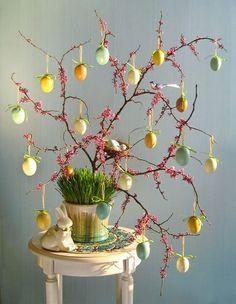 Albero di Pasqua con rami germogliati